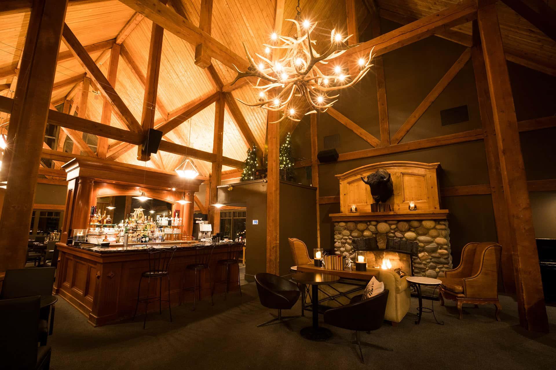 Sleeping Buffalo Lounge & Bar in Buffalo Mountain Lodge in Banff National Park